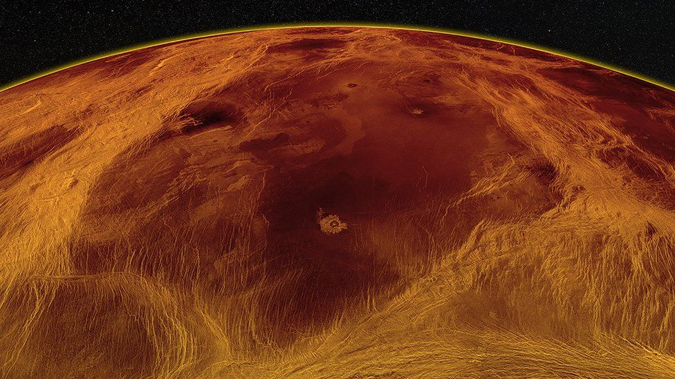 Планетологи заметили на Венере признаки геологической активности