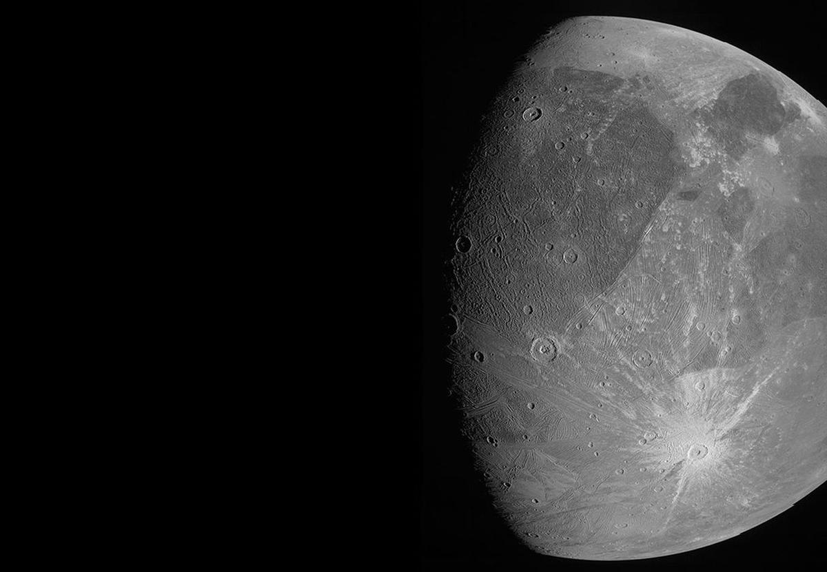 Зонд NASA сделал детальные снимки крупнейшего спутника Юпитера