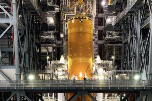 NASA собрало и показало мегаракету для полетов на Луну: фото