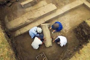 В Турции раскопали статую женщины без головы: находке 1800 лет