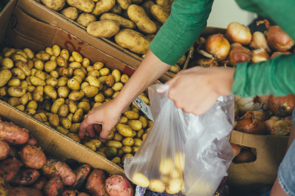 В Украине запретили пластиковые пакеты.Вокруг Света. Украина