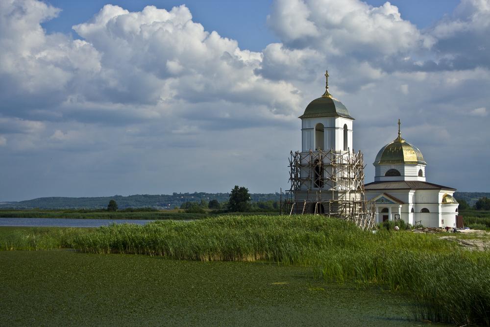 затопленная церковь Гусинцы