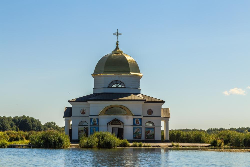 затопленная церковь Ржищев