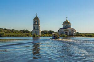 Куда поехать на день из Киева: затопленная церковь в Гусинцах