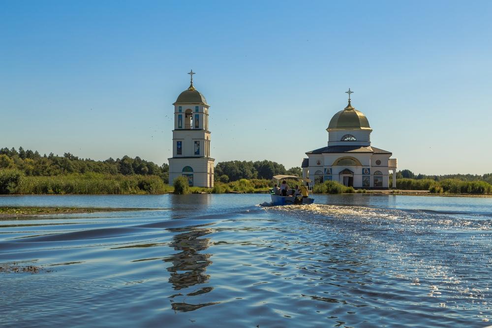 Куда поехать на день из Киева: затопленная церковь в Гусинцах.Вокруг Света. Украина