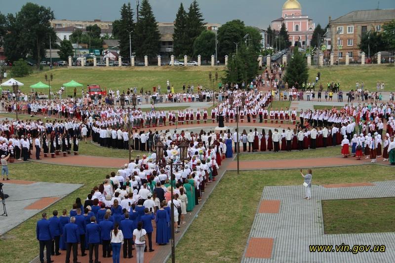 В Украине установили рекорд по массовому исполнению Щедрика.Вокруг Света. Украина
