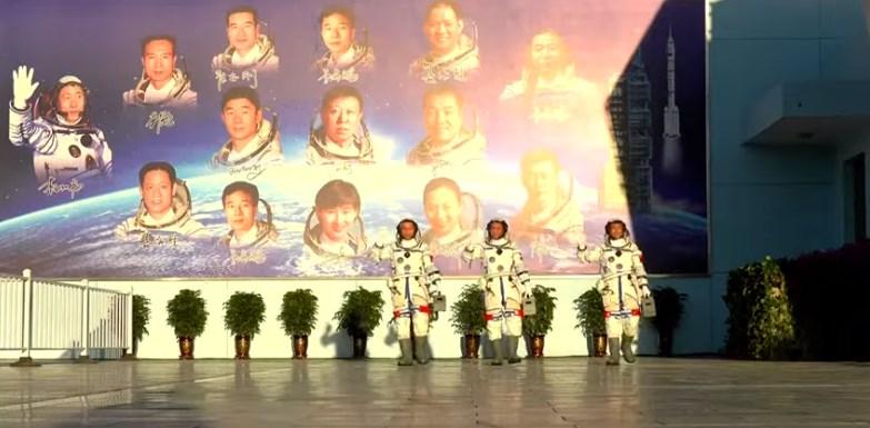 Китай запустил первый экипаж на новую космическую станцию.Вокруг Света. Украина