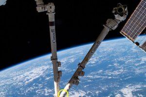МКС столкнулась с космическим мусором