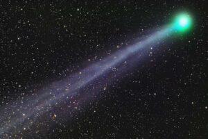 Неизвестная ранее массивная комета или планетоид сближается с Землей по очень странной орбите