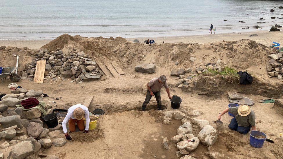 На пляже Уэльса обнаружили крупное захоронение VIII–XI веков.Вокруг Света. Украина