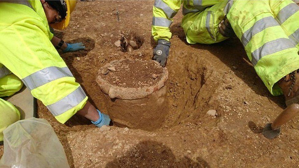 В Британии во время дорожных работ раскопали артефакты, которым 6 тыс. лет.Вокруг Света. Украина