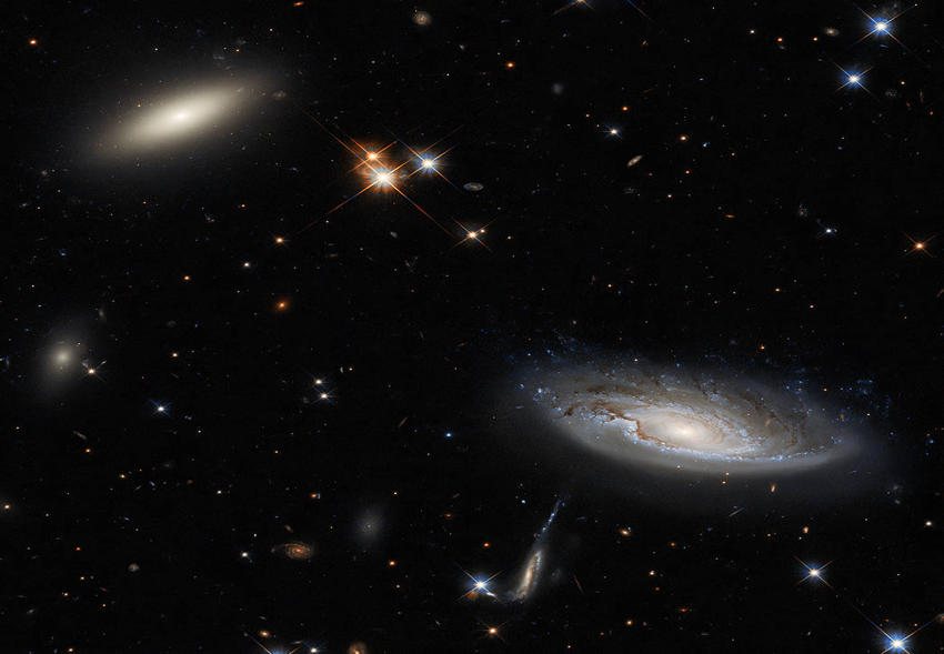 «Хаббл» запечатлел дуэт гигантских галактик в скоплении Персея