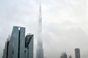 В ОАЭ впервые вызвали дождь с помощью дронов