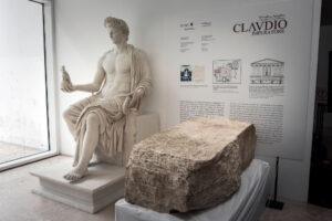 Археологи нашли камень, обозначавший границу города Рима в эпоху императора Клавдия