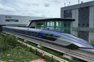 На магнитной подушке: в Китае запустили самый быстрый в мире поезд