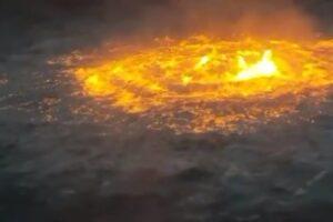 В Мексиканском заливе загорелась вода