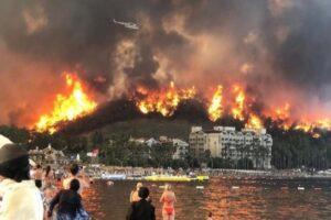 Пожар в Анталии: что делать украинским туристам