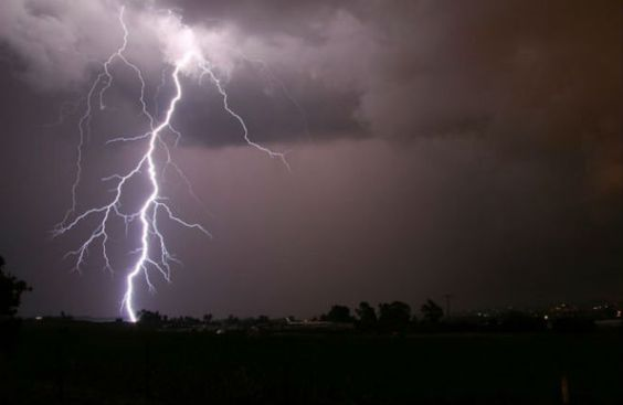 В Индии от ударов молний погибли 16 любителей селфи