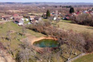 Всего за месяц в двух хорватских деревнях появилась сотня гигантских провалов в земле