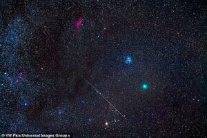 Как зарождалась жизнь в Солнечной системе: в хвосте необычной зеленой кометы нашли органические вещества