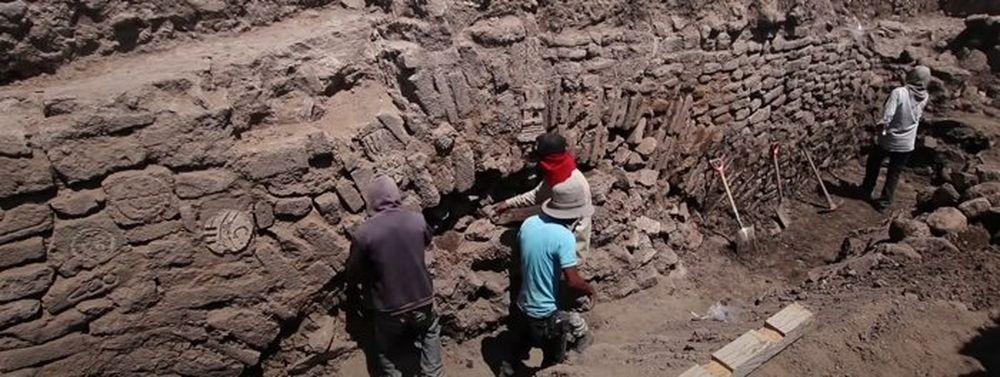 В Мексике закопают древний туннель с ацтекскими знаками.Вокруг Света. Украина