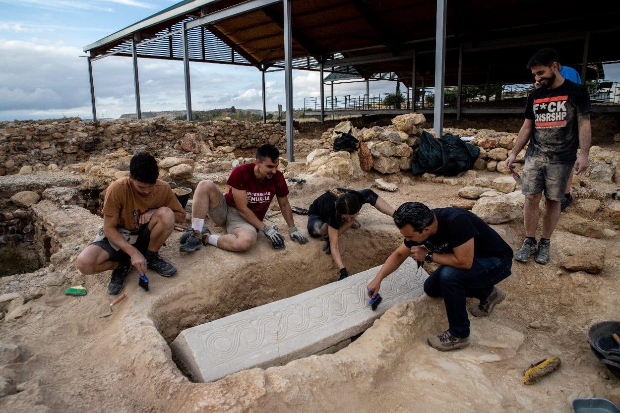 В Испании на руинах римской виллы раскопали саркофаг вестготов.Вокруг Света. Украина