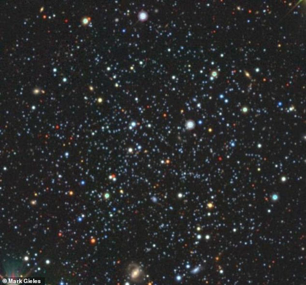 В звездном скоплении Palomar 5 черные дыры формируют реки звезд