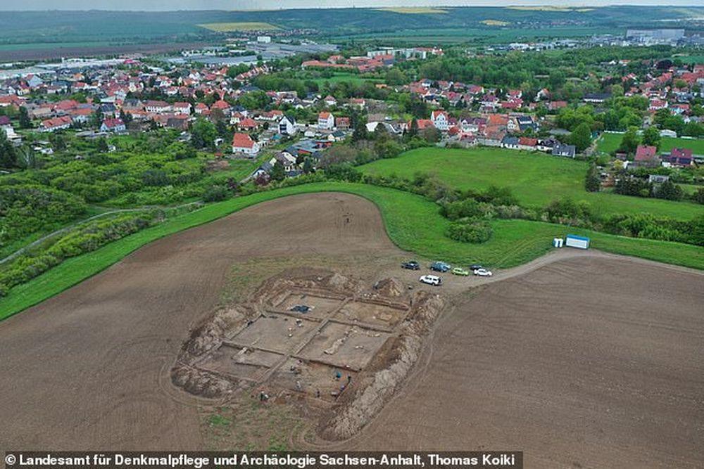 В Германии наши остатки церкви, построенной при Оттоне Великом, основателе Священной Римской империи.Вокруг Света. Украина