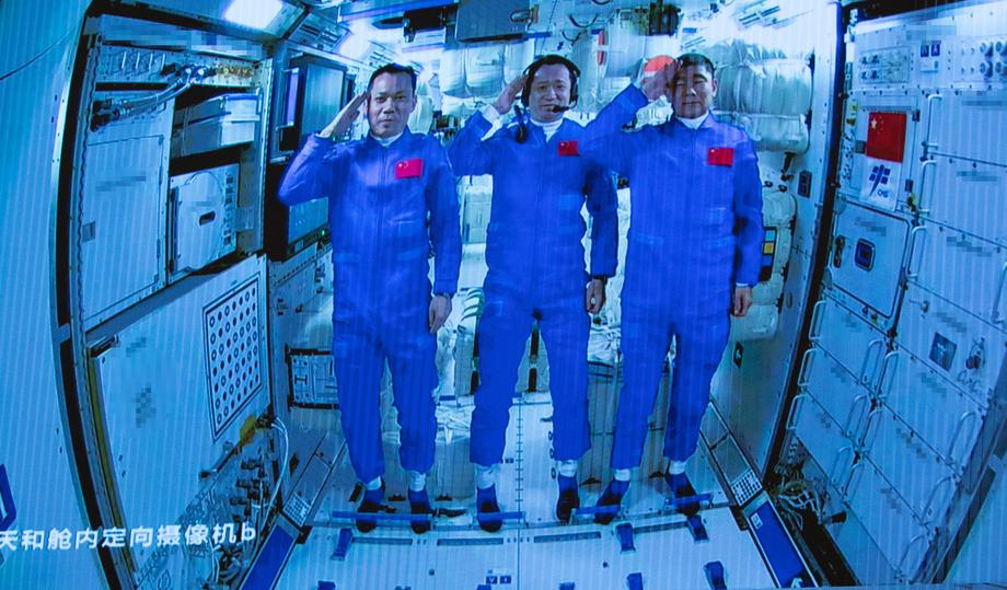 Китайские астронавты побывали в открытом космосе.Вокруг Света. Украина