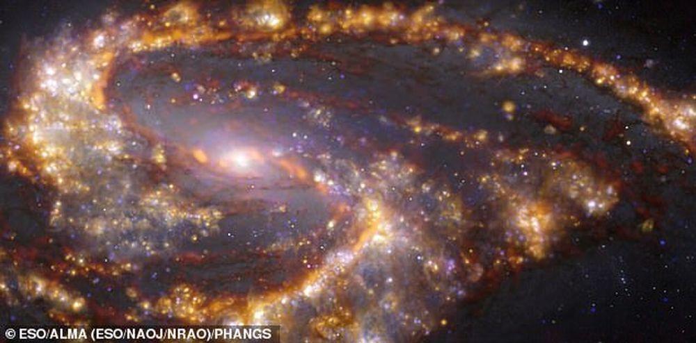 Рождения звезд в соседних галактиках похожи на космический фейерверк: фото