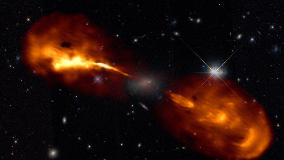 Радиотелескоп LOFAR сделал самые точные снимки далеких галактик
