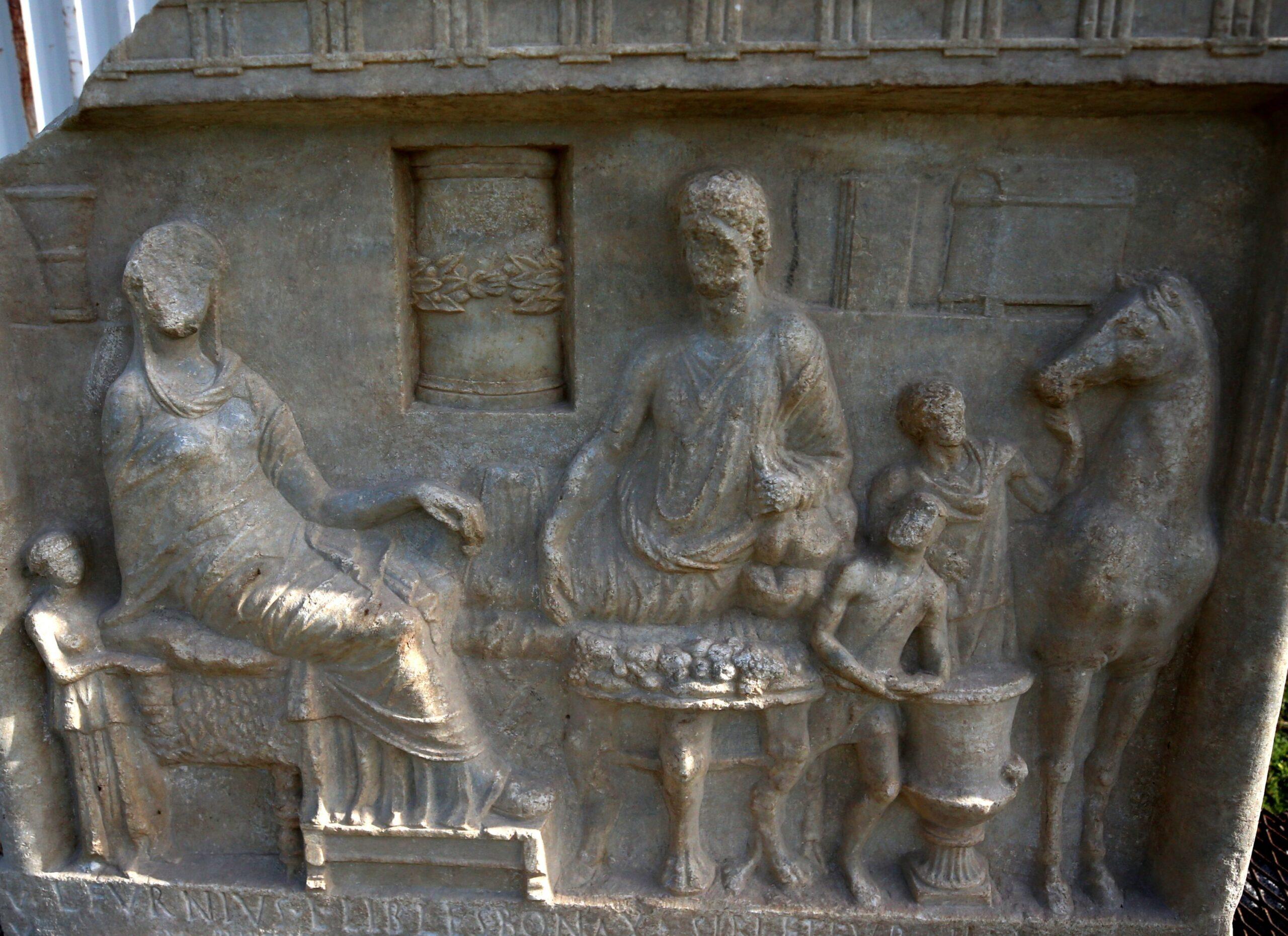 В Турции нашли редкую погребальную плиту возрастом 1900 лет.Вокруг Света. Украина