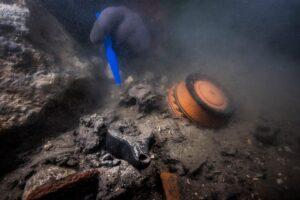 В Египте подводные археологи нашли корзины с фруктами возрастом более 2 тысяч лет