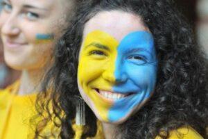 Три четверти украинцев считают себя счастливыми людьми