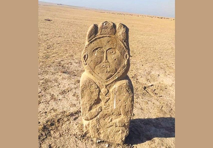 В Казахстане нашли необычную каменную статую: ей 1300 лет