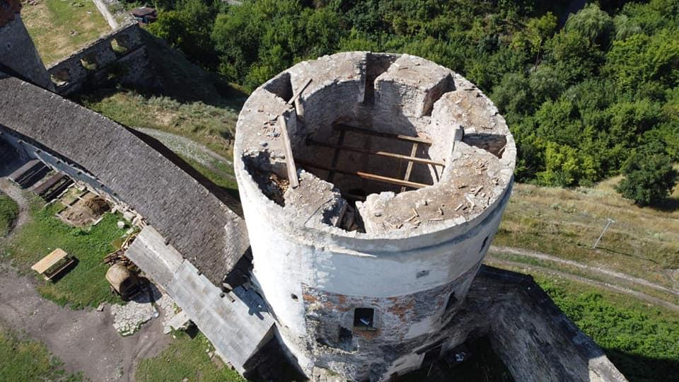 Ураган сорвал крышу с башни Каменец-Подольской крепости.Вокруг Света. Украина