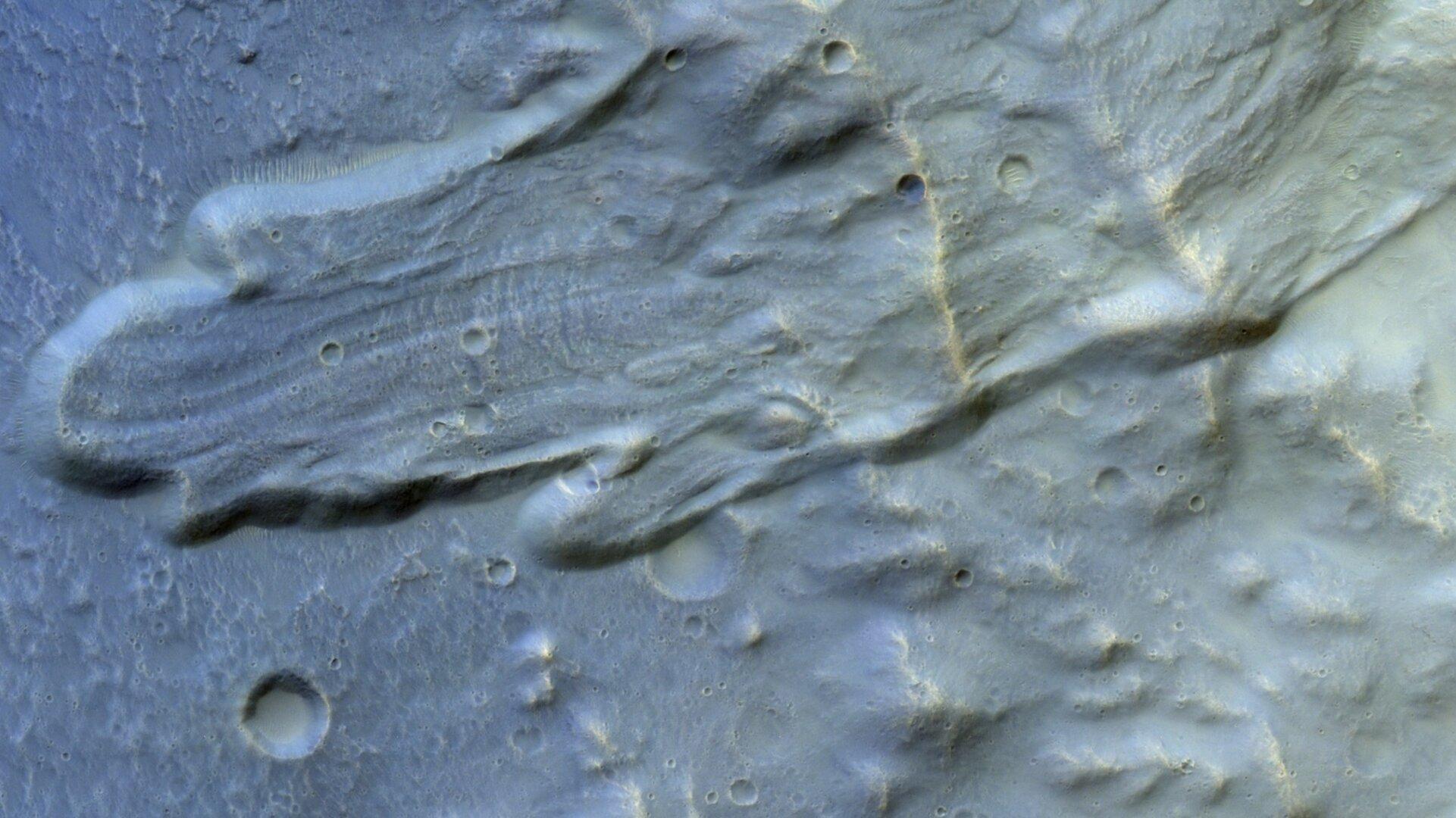 ESA показало редкий снимок марсианского оползня
