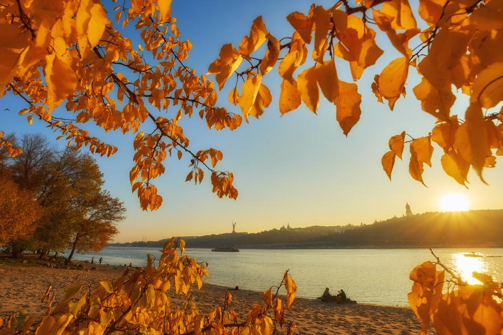 В Украине будет теплая осень.Вокруг Света. Украина
