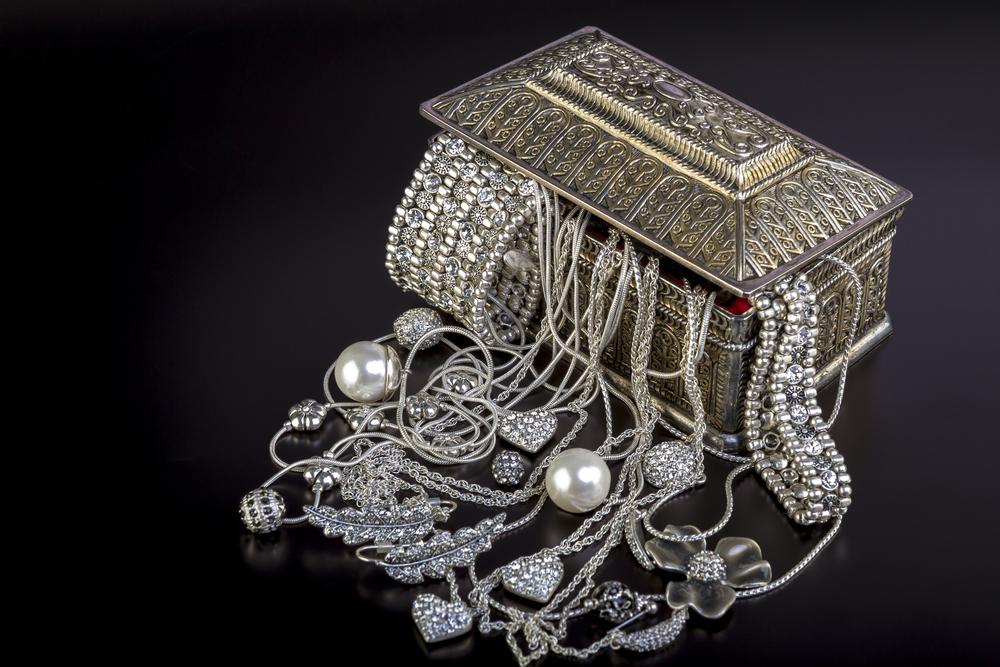 Почему перед сном нужно снимать серебряные украшения.Вокруг Света. Украина