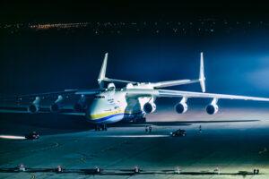 Пилот Ан-225 Мрия провел экскурсию по самому большому самолету в мире