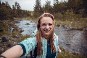 Как дольше сохранить заряд телефона: лайфхаки для путешествия