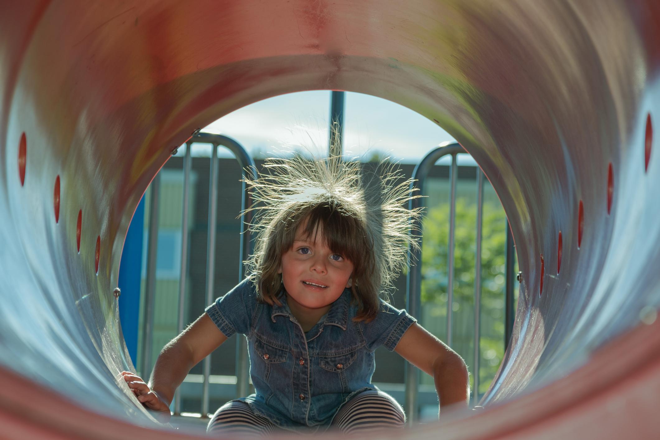 Фокус, от которого волосы дыбом: что такое статическое электричество?