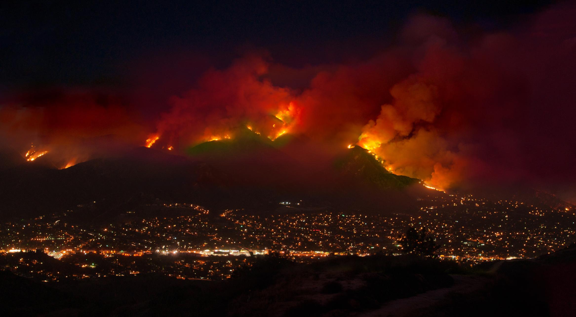 Гигантские облака дыма наносят вред здоровью людей даже вдалеке от лесных пожаров.Вокруг Света. Украина