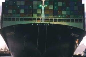 Нидерланды организовали экскурсию к судну, парализовавшему Суэцкий канал