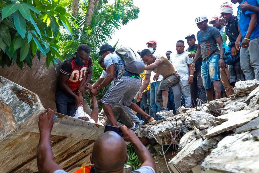 На Гаити произошло мощное землетрясение: погибли сотни людей.Вокруг Света. Украина