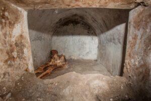 В Помпеях найдены мумифицированные останки раба, сделавшего карьеру