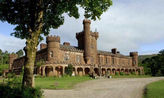 В Шотландии продают замок за € 1.Вокруг Света. Украина