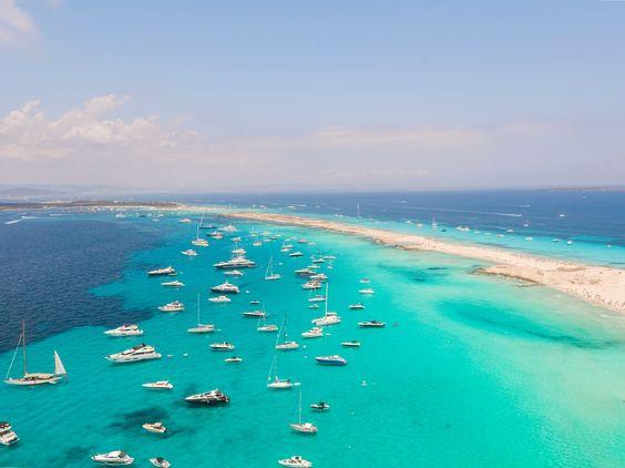Форментера: остров бескрайних пляжей и морских лугов посидонии