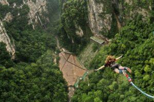 В Китае для туристов открыли самую высокую в мире тарзанку