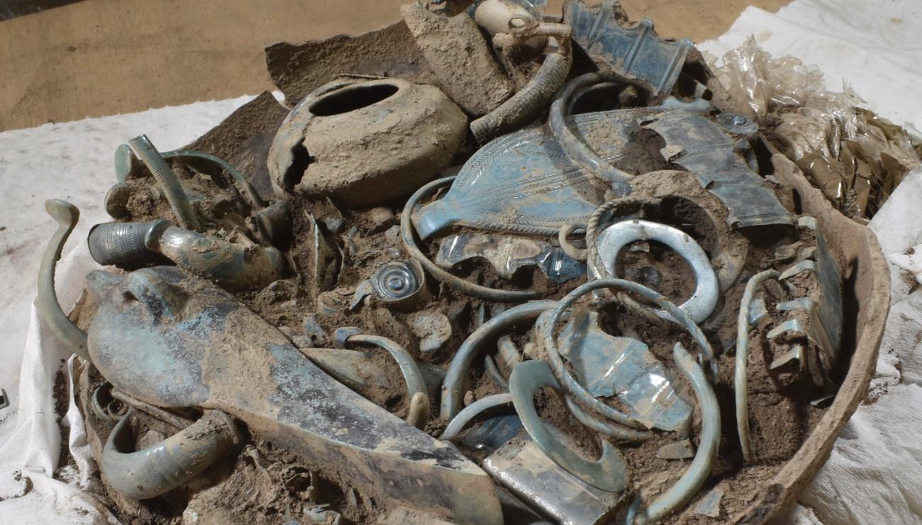 Французские археологи нашли богатый клад возрастом почти 3 тысяч лет.Вокруг Света. Украина